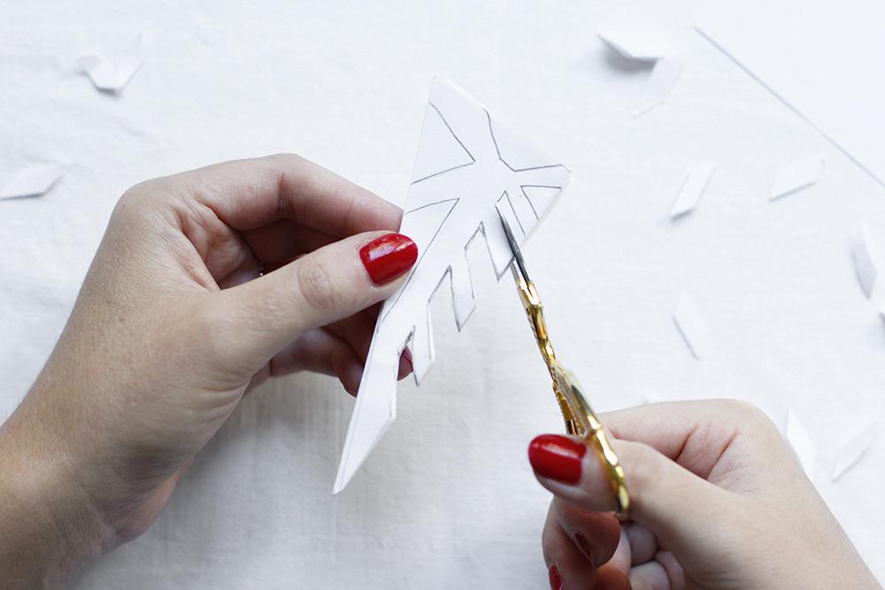 Papierschneeflocken Scherenschnitt | we love handmade