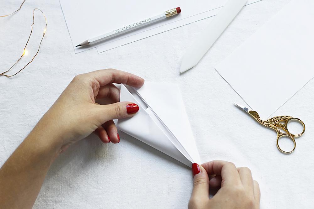 Papierschneeflocken selber machen | we love handmade