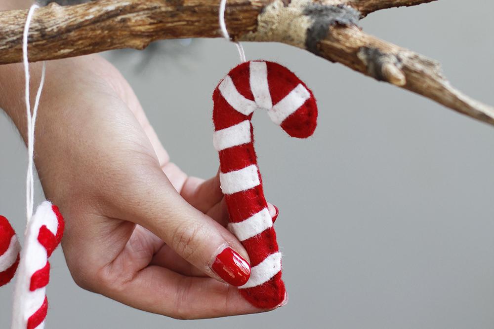 Christbaumkugeln Anhänger.Diy Zuckerstangen Anhänger Aus Filz We Love Handmade