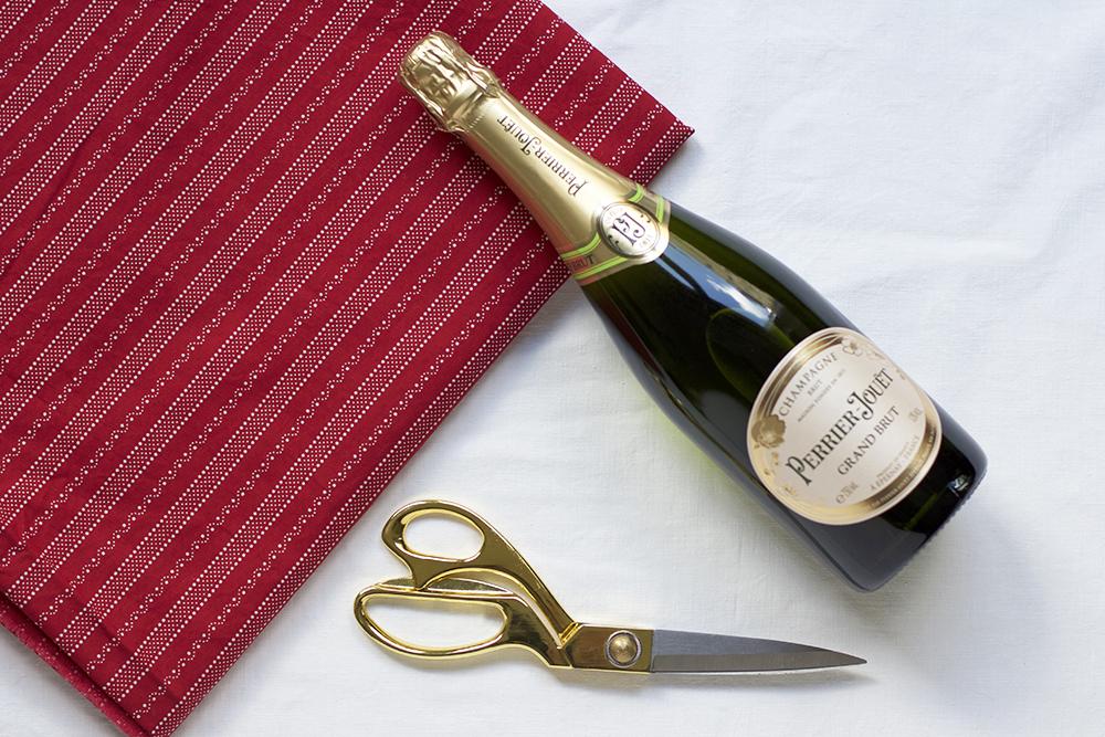 Flasche mit Stoff verpacken: DIY | we love handmade