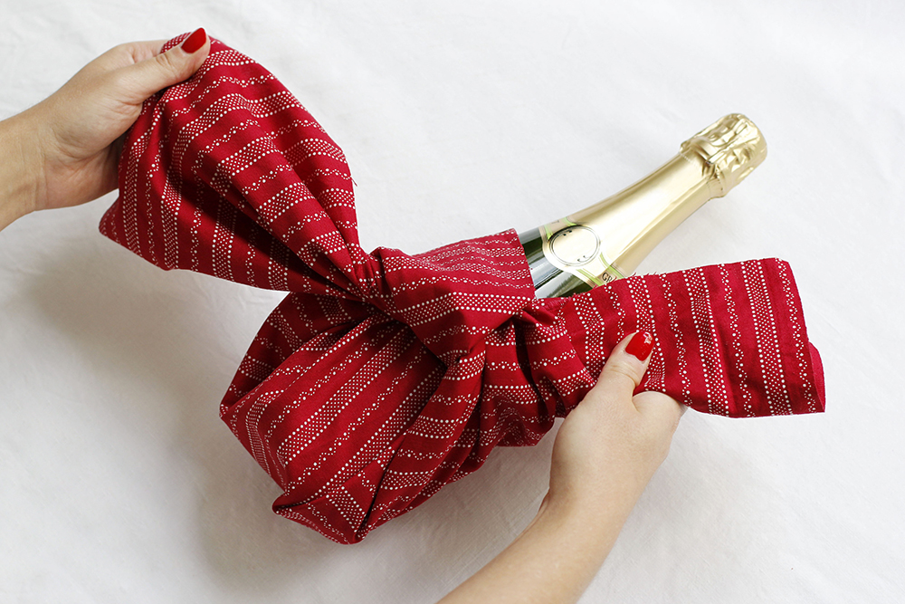 Gastgeschenk Flasche verpacken | we love handmade