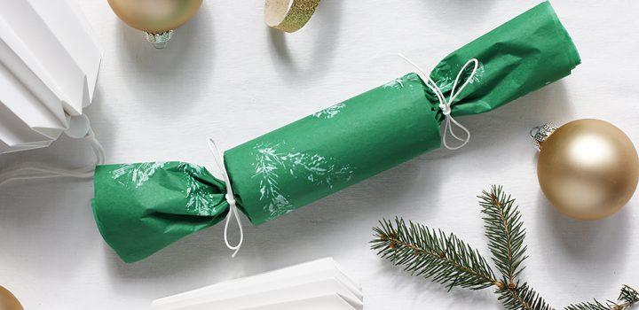 DIY: Geschenkpapier mit Tannenzweig bedrucken