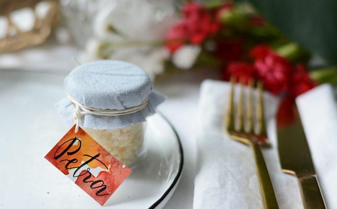 DIY: Tischkärtchen mit Aquarell und Lettering | we love handmade