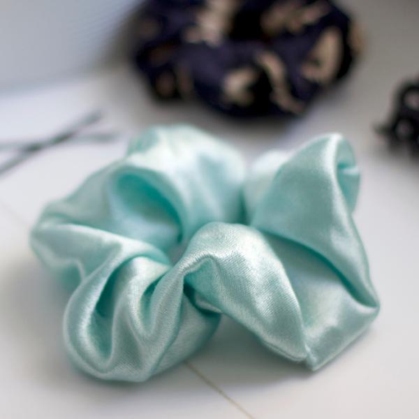 DIY: Scrunchie | we love handmade