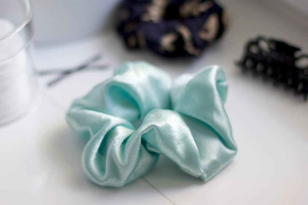 DIY: Scrunchie | we love handmade