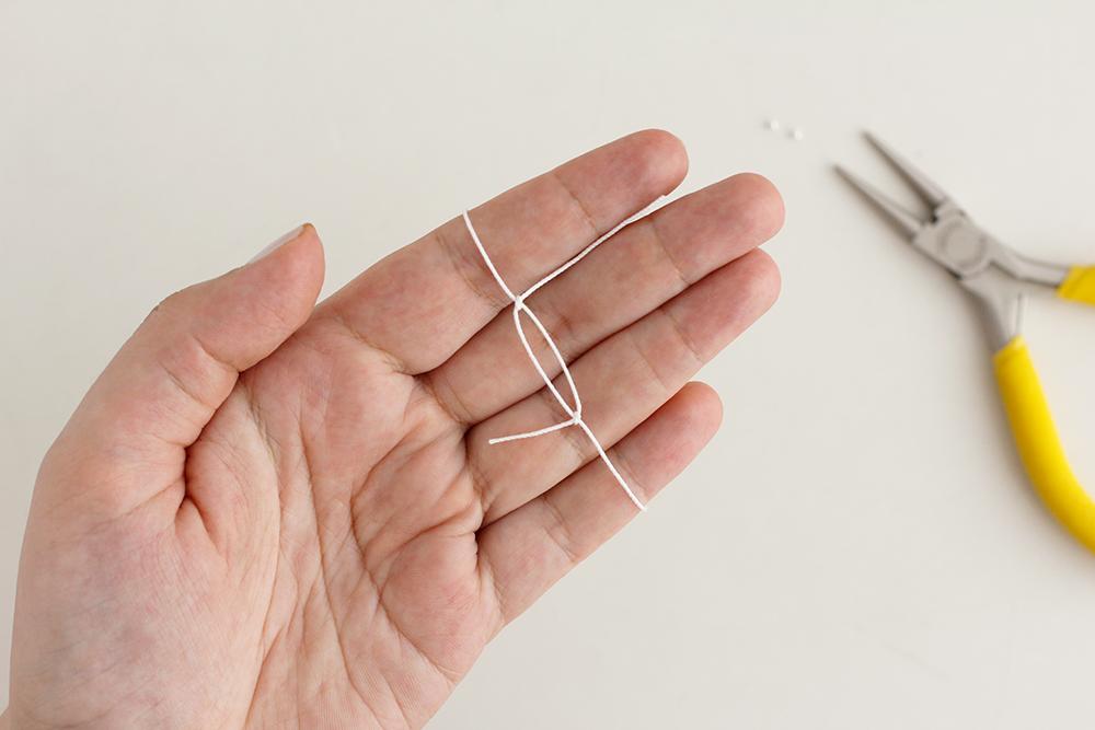 DIY: Perlenarmband mit zwei Knoten als Verschluss | we love handmade