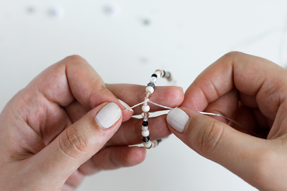 DIY: Perlenarmband mit Buchstaben | we love handmade