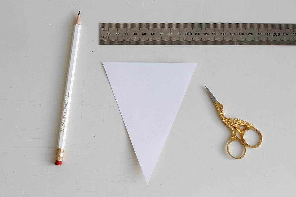 DIY: Schablone für den selbstgemachten Wimpel | we love handmade