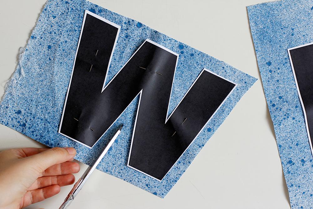 DIY: Stoffbanner - Buchstaben großzügig und mit regelmäßigem Abstand ausschneiden. | we love handmade
