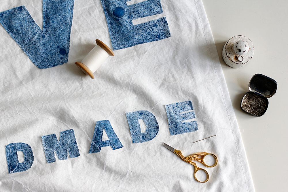 DIY: Stoffbanner - Buchstaben vernähen | we love handmade