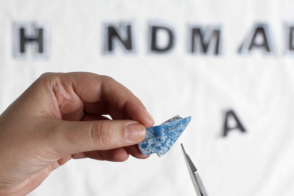 DIY: Stoffbanner - Die Buchstaben zuschneiden | we love handmade