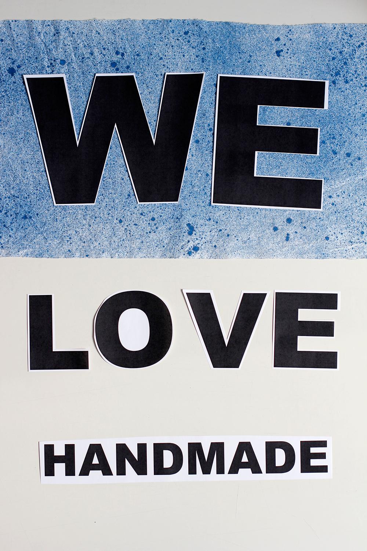 DIY: Stoffbanner - Gewünschte Buchstaben entweder aufzeichnen oder ausdrucken und wie gewünscht auflegen. | we love handmade