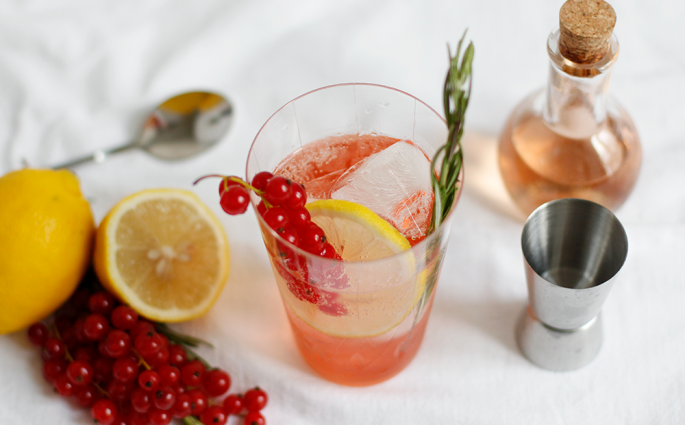 Drink: Ribisel-Cocktail mit Ramazotti Rosato und infused Ging | we love handmade