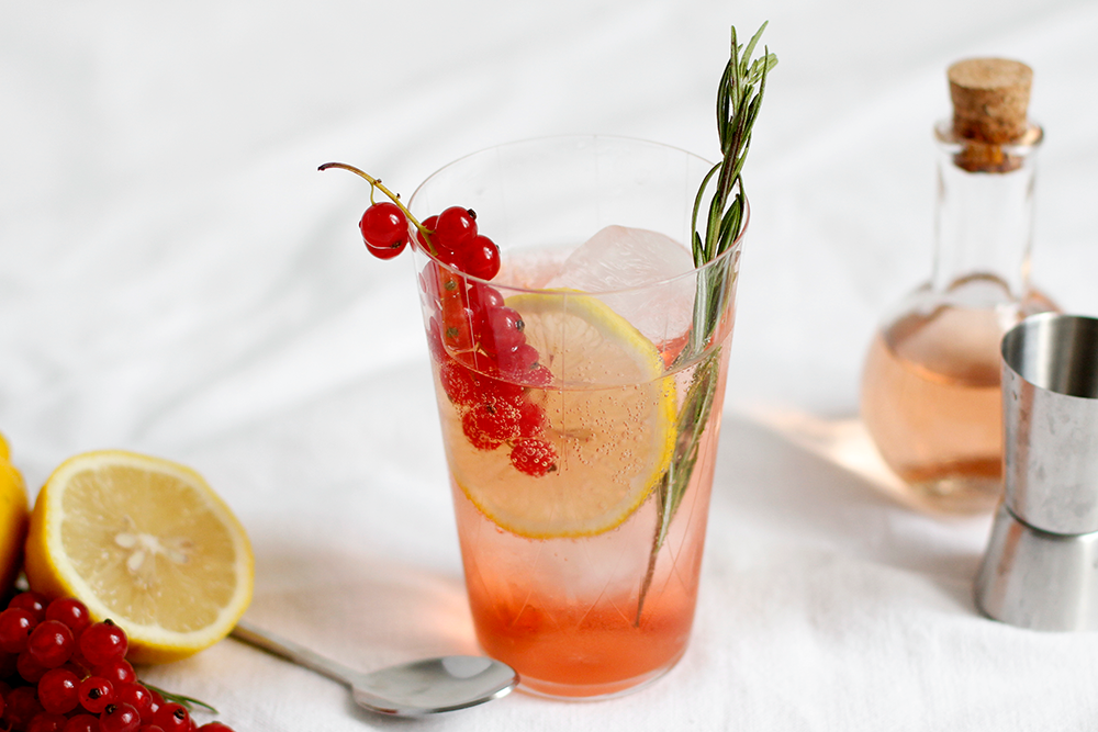 Drink: Ribisel-Cocktail mit Ramazzotti Rosato und infused Ging | we love handmade