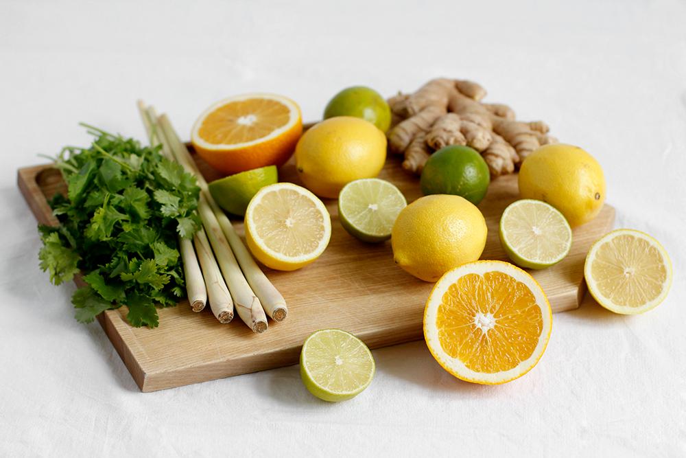 Drink: Zutaten für selbst gemachte Koriander-Zitronengras-Limonade   we love handmade