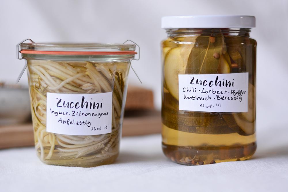 Eingelegte Zucchini: Zweierlei Sorten | we love handmade