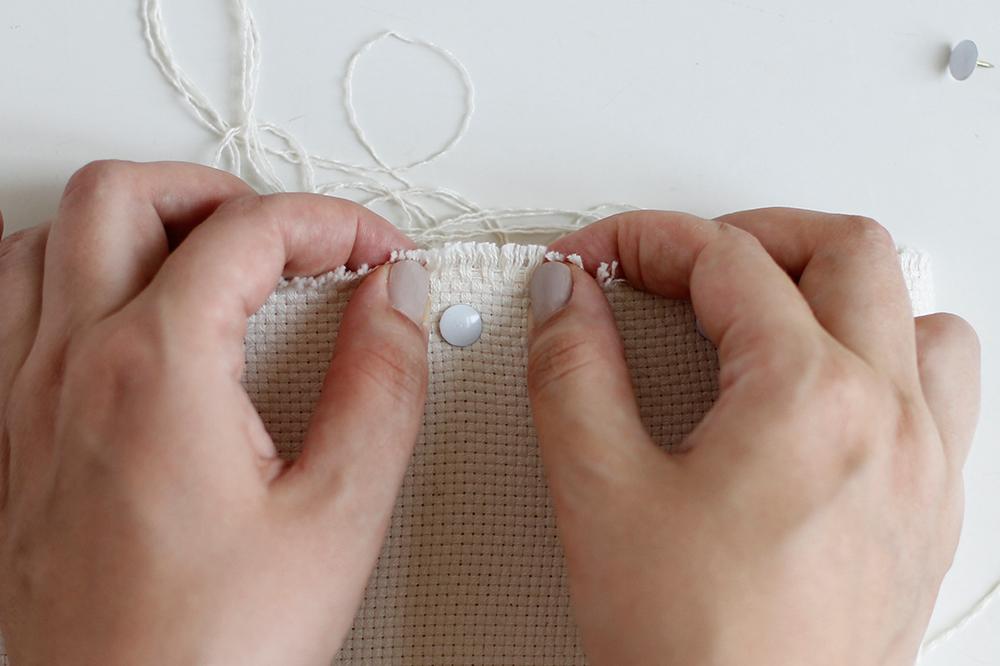 DIY Punch Rug Stofftier - Stoff auf Rahmen spannen | we love handmade