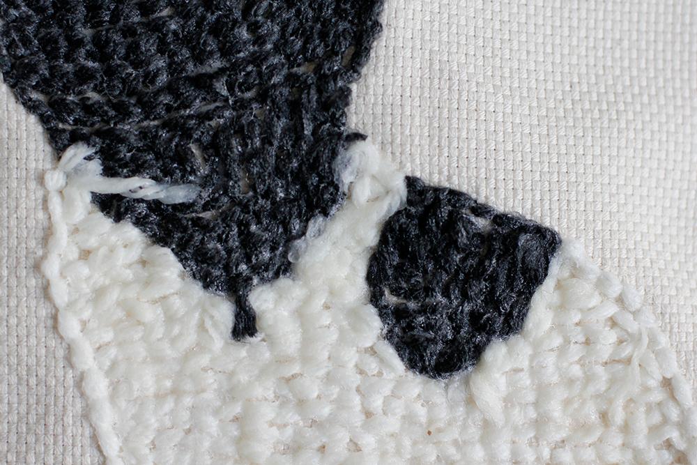 DIY: Punch Rug Stofftier - Textilkleber auf der Rückseite trocknen lassen | we love handmaded