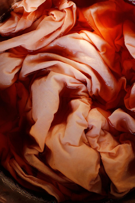 DIY: Stoff natürlich färben mit Avocados wird rosa | we love handmade