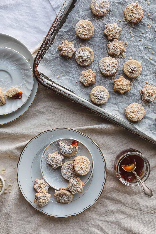 Gastblogger-Rezept: Mandelkekse mit Hagebuttenmarmelade  von Stadtmärchen | we love handmade