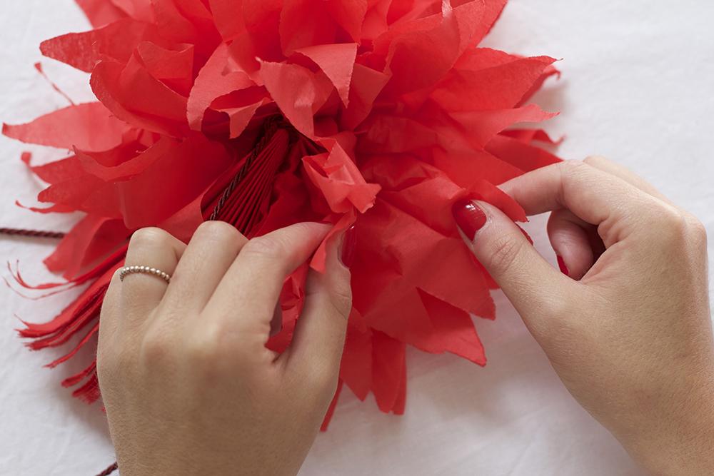 Geschenkdeko: Seidenpapierblume DIY | we love handmade