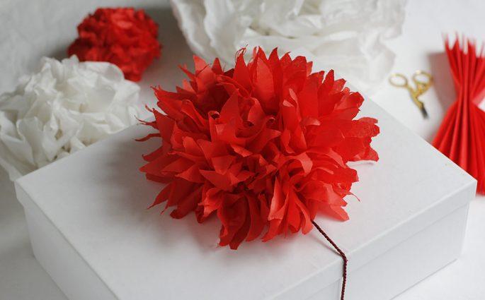 Geschenkdeko: Seidenpapierblume | we love handmade
