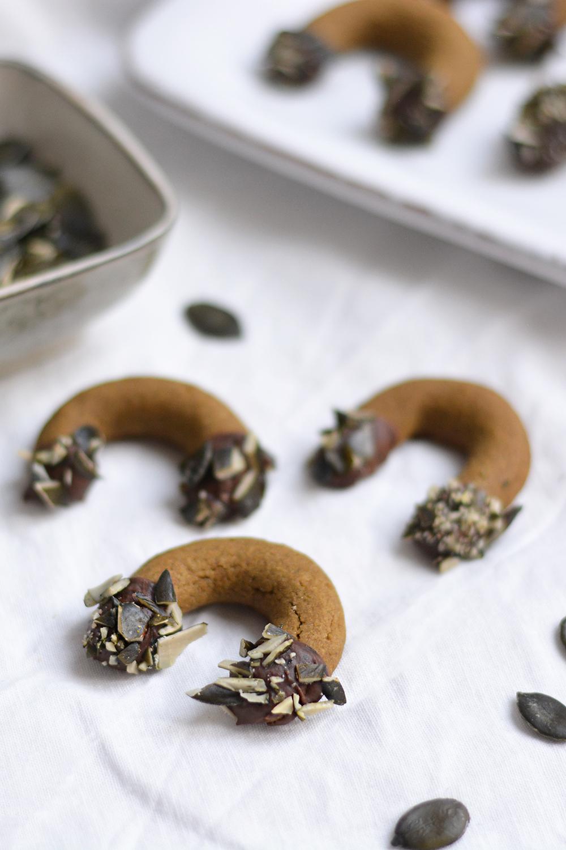 Kürbiskernkipferl: veganes Rezept | we love handmade