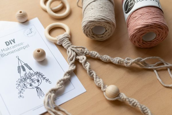 Craft-Kit: Blumenampel mit Makramee | we love handmade
