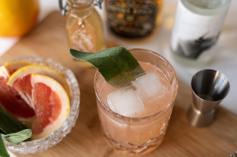 Grapefruit Whiskey Sour: Drink | we love handmade