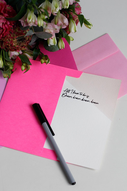 DIY: Valentinskarten mit Liedtitel als Liebesbotschaft | we love handmade