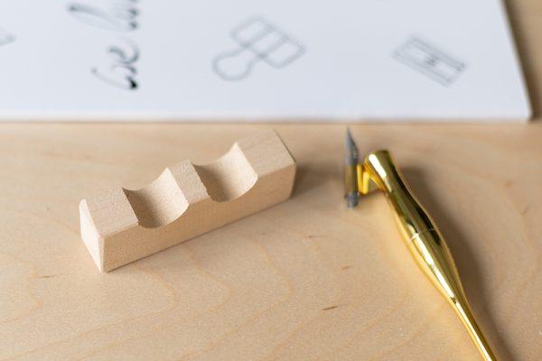 Federhalter-Ablage aus Holz | we love handmade