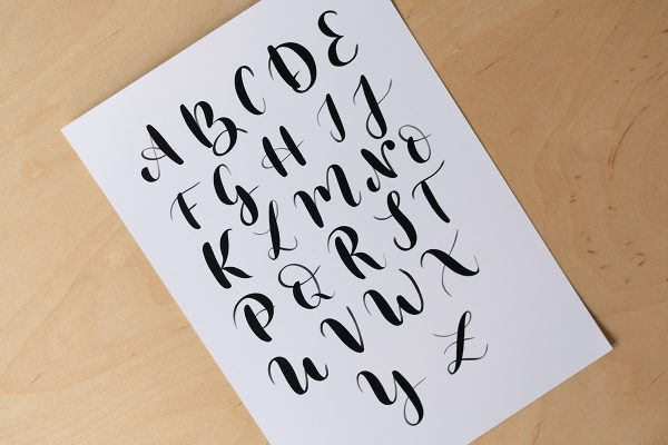 Brush Lettering: Großbuchstaben Artwork | we love handmade