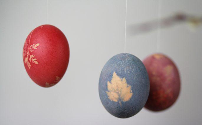 DIY: Ostereier mit Mustern färben | we love handmade
