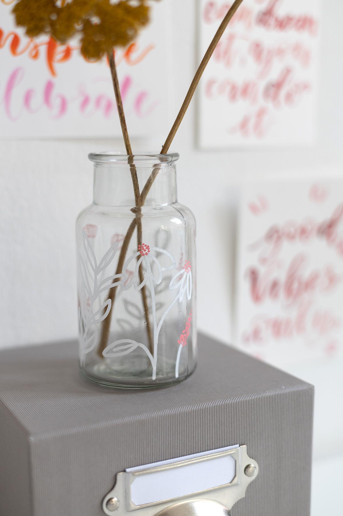 DIY: Vase bemalen Frühlingsdeko | we love handmade