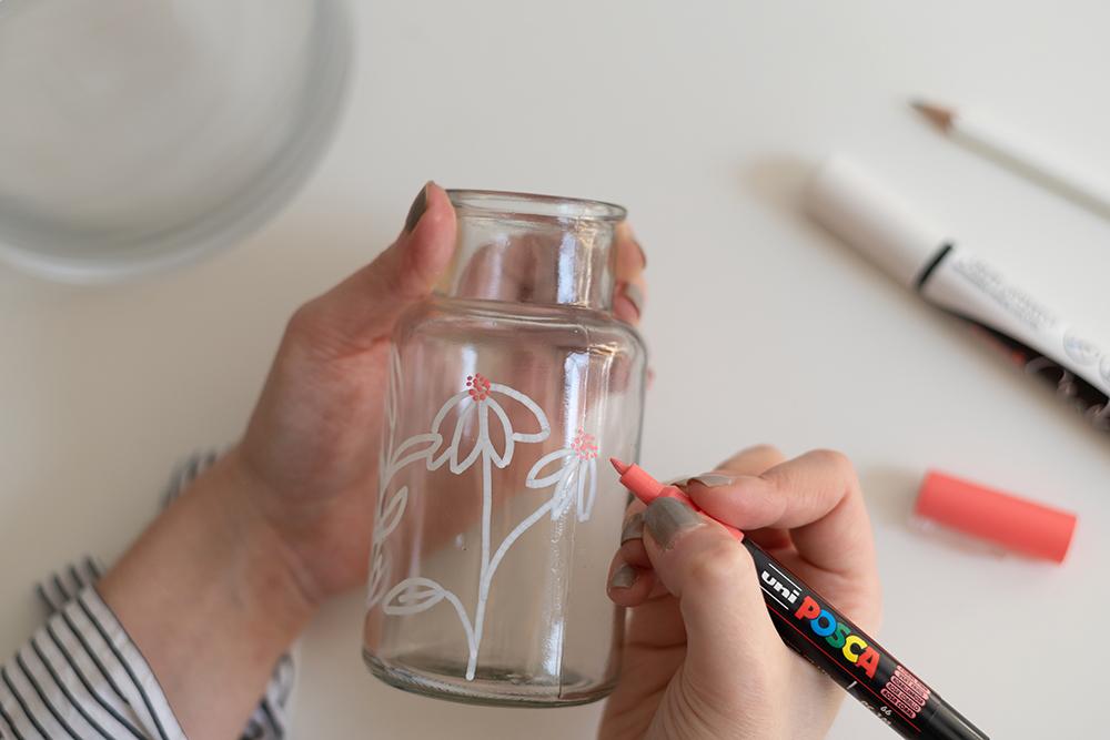 Glasvasen bemalen: DIY | we love handmade