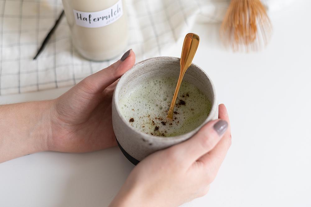 Vanilla Matcha Latte mit selbstgemachter Hafermilch | we love handmade