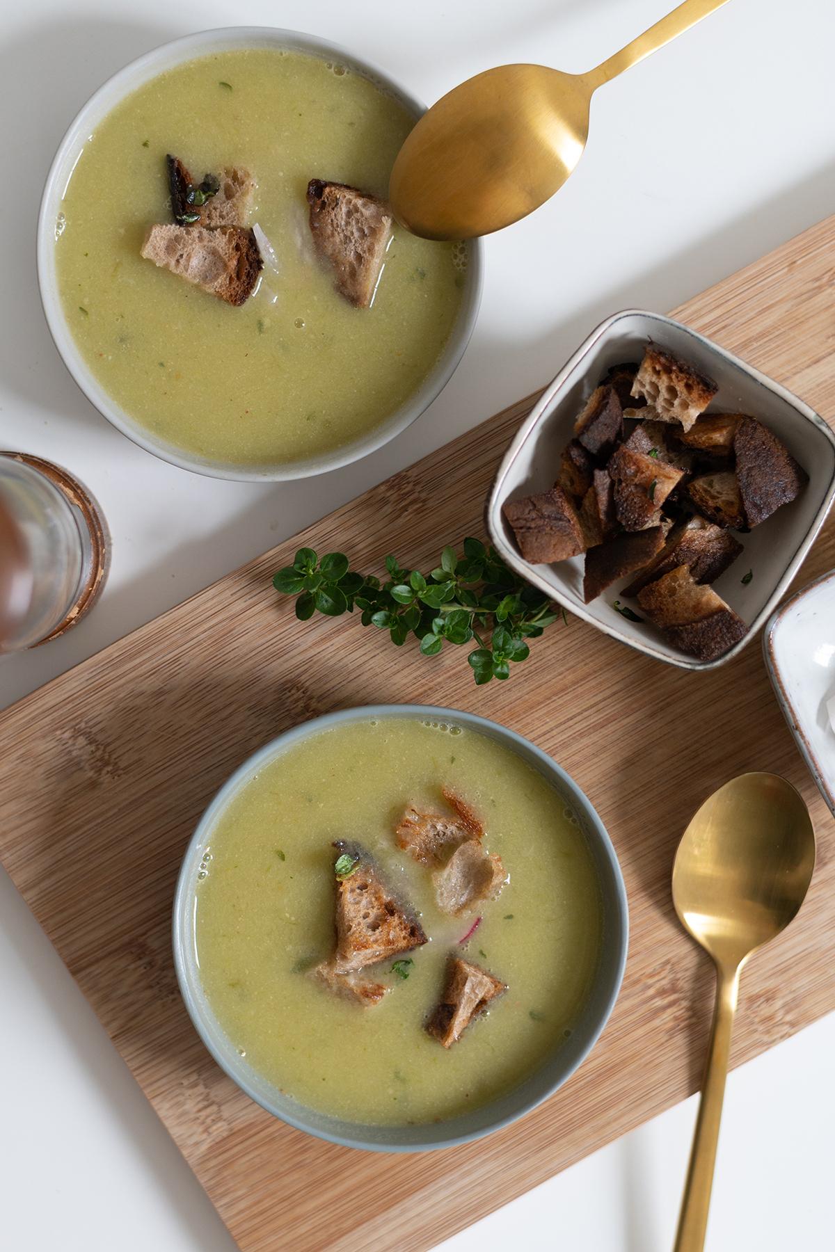 Knoblauchsuppe mit Jungknoblauch vegan | we love handmade