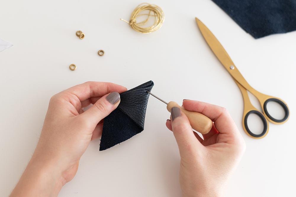 Feder-Täschchen aus Leder | we love handmade