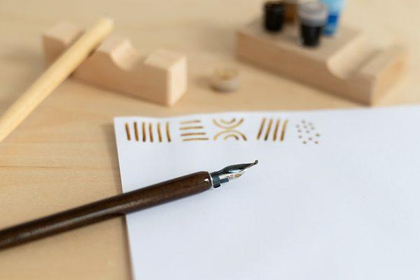 Schnurzugfeder: Ornamentschrift Kalligraphie | we love handmade