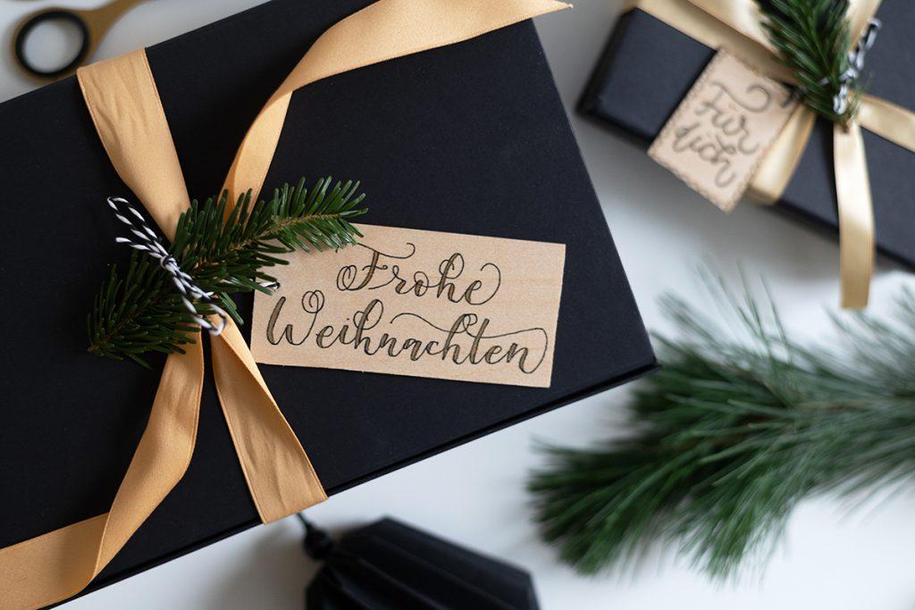 DIY: Geschenkanhänger - Frohe Weihnachten | we love handmade