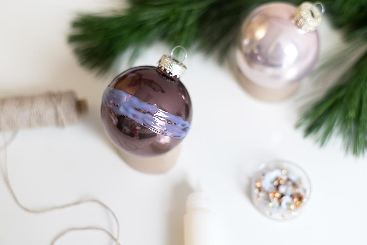 Weihnachtsbaumkugeln mit Perlen: Upcycling | we love handmade