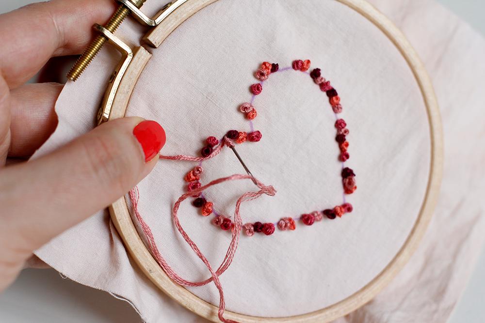 DIY: Herz-Stickbild mit Knötchenstich zum Muttertag | we love handmade