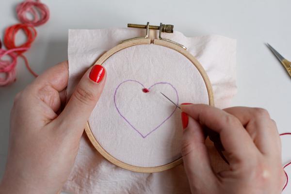 DIY: Herz-Stickbild mit Knötchenstich | we love handmade