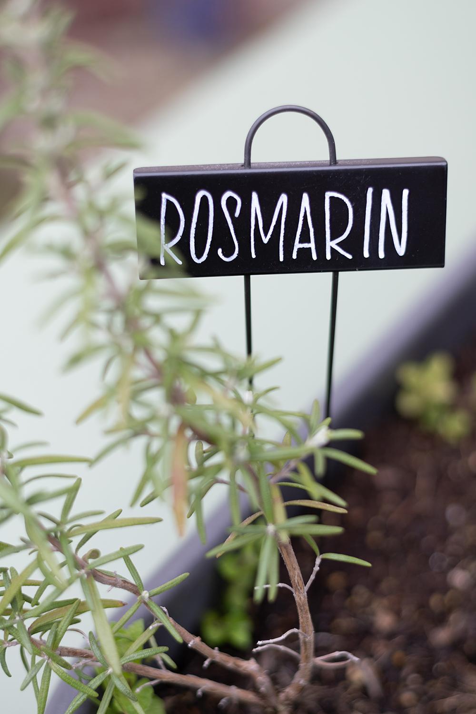 Rosmarin-Lettering: Pflanzenstecker | we love handmade