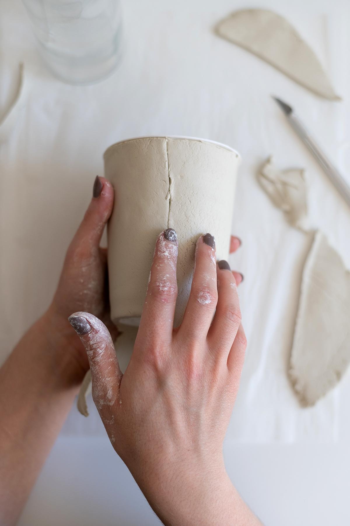 Blumentopf mit Struktur aus Clay | we love handmade
