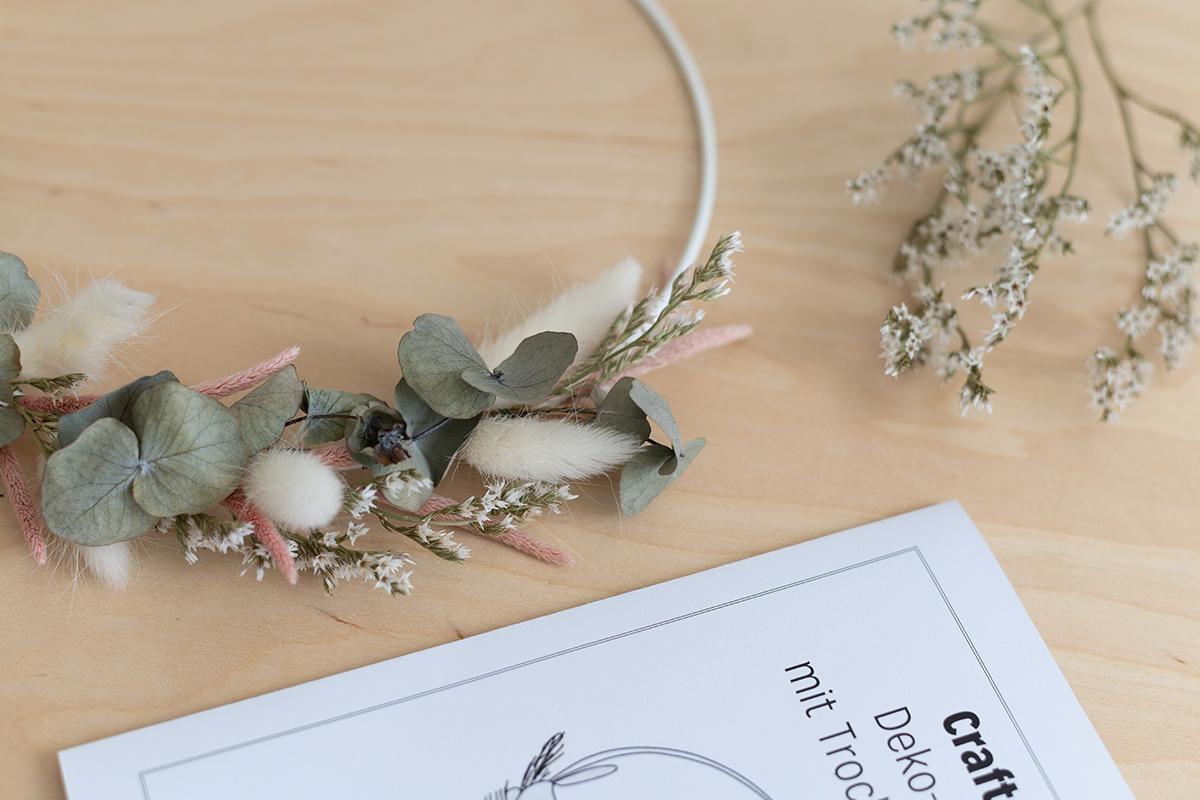 Deko-Kranz mit Trockenblumen   we love handmade