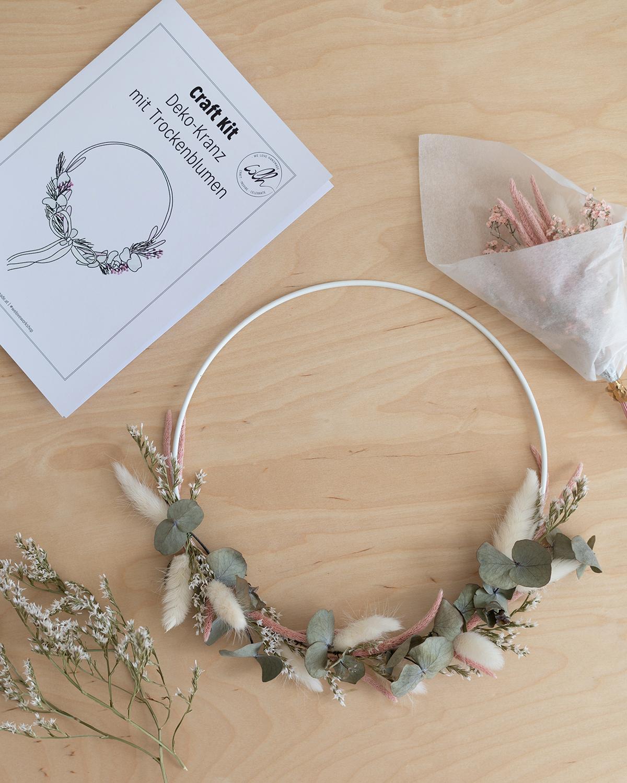 Trockenblumen-Beispielkranz: Craft Kit   we love handmade