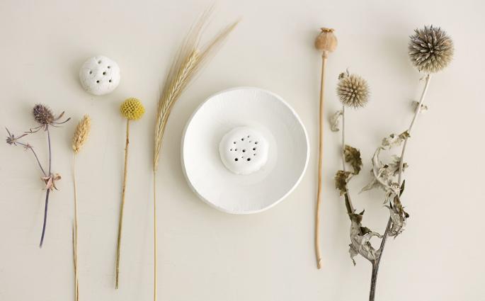 DIY: Trockenblumen-Display aus Modelliermasse - Blumen zusammenstellen | we love handmade