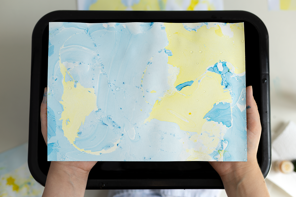 Papier marmorieren - DIY-Anleitung | we love handmade
