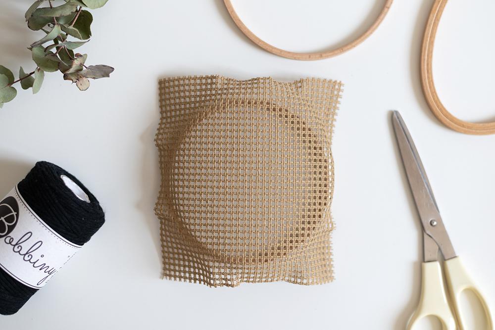 Stickrahmen mit Stramin   we love handmade